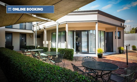 Melbourne: 1-2 Nights for 2 with Bottle of Wine, Parking and Late Check-Out at The Waverley International Hotel