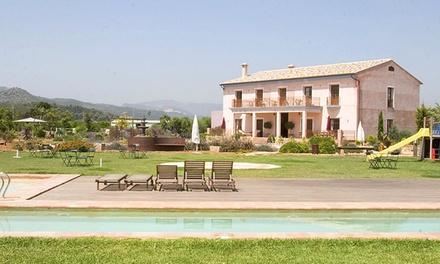Oliva: 1, 2 o 3 noches para 2 con desayuno, detalle de bienvenida y parking en Hotel Font Salada