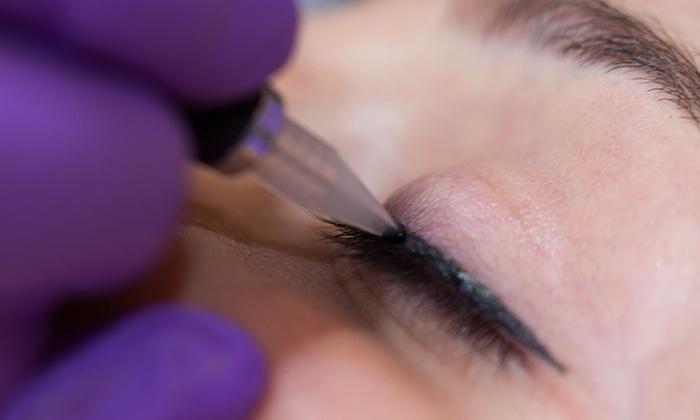 Gold Skin CarE - Nürnberg: Permanent Make-up für Augenbrauen, für Ober- und Unterlid oder für Lippenkontur bei Gold Skin CarE (bis zu 75% sparen*)