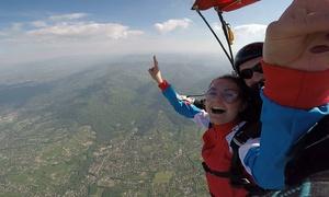 Skoki BB: Skok ze spadochronem w tandemie ze szkoleniem (649,99 zł) uwieczniony na filmie (749,99 zł) z firmą Skoki BB