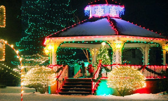 Federal Limousine - Dallas: $149 for a BYOB Christmas-Lights Limo Tour for Up to 20 from Federal Limousine ($300 Value)