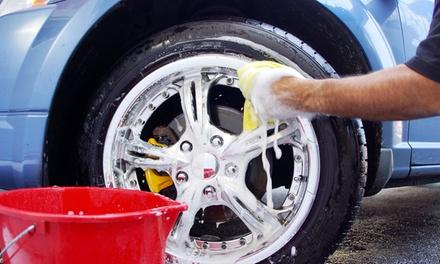 Lavaggio a mano per una o 2 auto all'autolavaggio e area di servizio di Massimo e Andrea Bonavita (sconto fino a 74%)