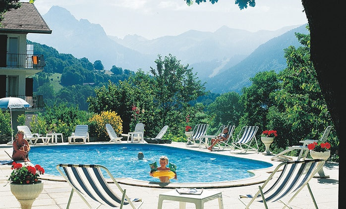 Proche d'Evian:1 à 3, 5 ou 7 nuits pour 2 avec petit-déjeuner, dîner en option à l'hôtel Relais du Silence Le Bois Joli