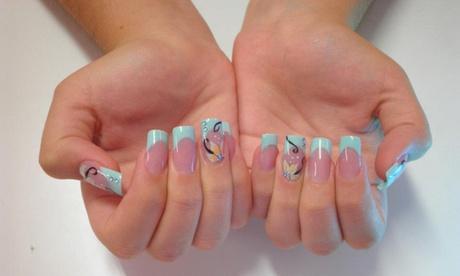 2 manicuras semipermanentes con opción a pedi desde 12,95€ o 2 sesiones de uñas de porcelana por 24,95€ en Nails Design