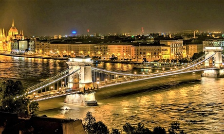 Vacanza  Budapest: volo A/R da Milano, Catania o Roma + 2 o 3 notti presso l'Hotel Charles - Prezzo a persona