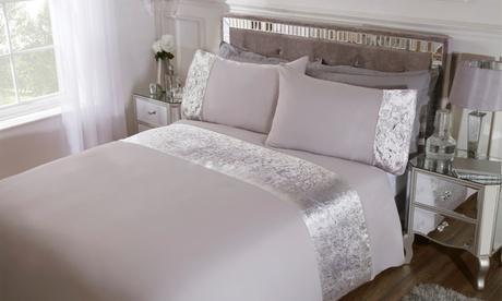 Parure de lit à bordures en veloursde la marque Pieridae