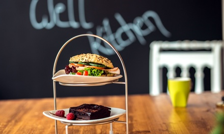 High-Tea mit Companion, Brownie und Heißgetränk auf 2 oder 4 Etageren bei Schwerelos – well kitchen (50% sparen*)