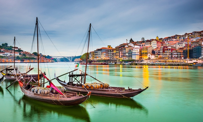 Bon voyage: Oporto: 3 días y 2 noches para 2 personas con opción a crucero, tour y visita bodega en Hotel Moov Porto Norte