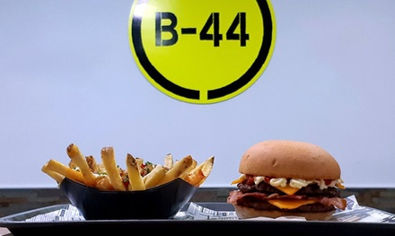 Menú para 2 o 4 personas con papas, hamburguesa doble, topping, extras y bebida en B44 (hasta 52% de descuento)