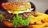 Burger z frytkami i sosem