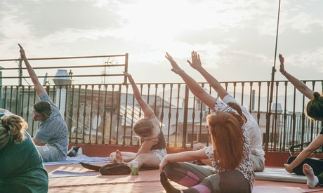 4 o 12 clases de yoga en terraza desde 19,95 € en Yoga Weeks Barcelona Oferta en Groupon