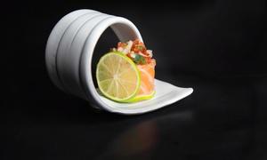 Fugu Sushi Factory: Japonés para llevar para 2 o 4 con bandeja de 40 piezas de sushi por persona y bebida desde 19,95€ en Fugu Sushi Factory