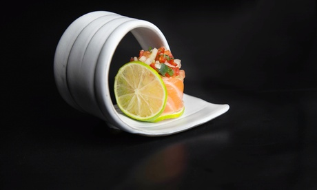 Japonés para llevar para 2 o 4 con bandeja de 40 piezas de sushi por persona y bebida desde 19,95€ en Fugu Sushi Factory