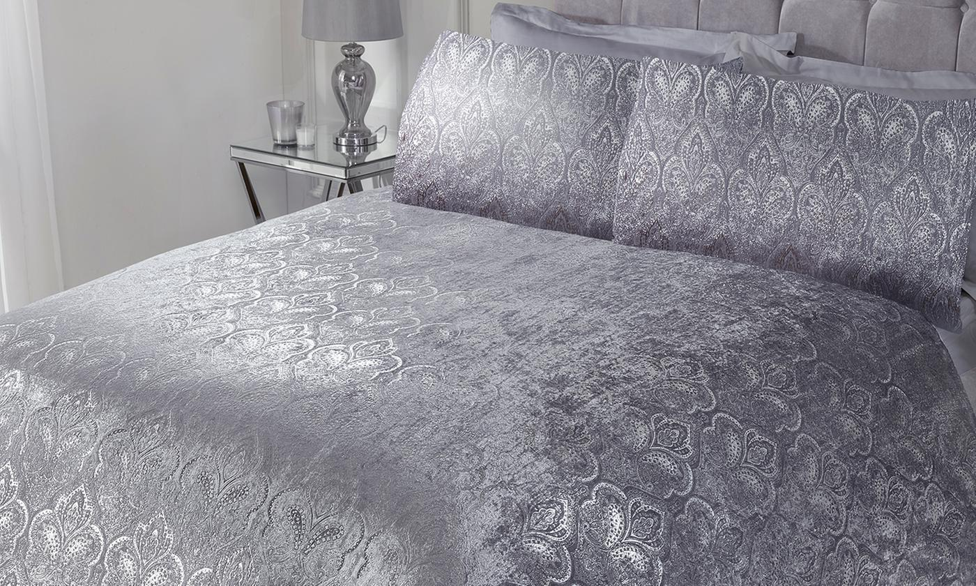 Pieridae Foil Finish Velvet Touch Paisley Duvet Set