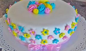 Roberta Carvalho Cake Designer: Roberta Carvalho Cake Designer– Colina de Laranjeiras: bolo decorado (opção de 20, 25 ou 30 cm)