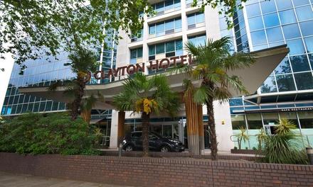 Londres: habitación doble Deluxe para 2 con desayuno, copa de Prosecco y opción cena en Hotel Clayton Chiswick 4*