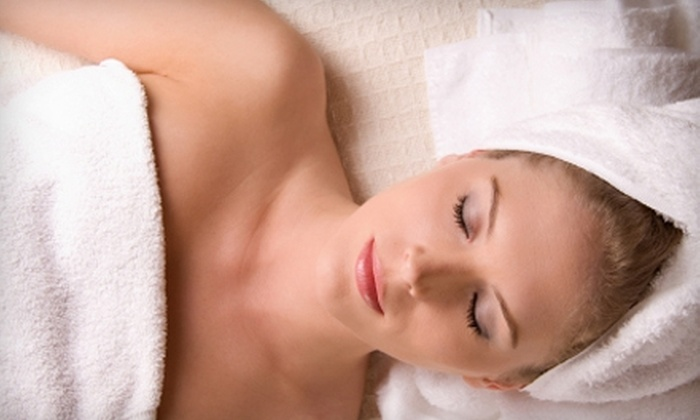 Comma - Downtown: $50 for a Facial, Foot Soak with Massage, and Glass of Wine at Comma (Up to $112 Value)