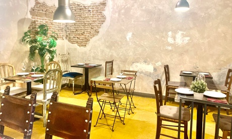 Menú español para 2 o 4 personas con entrante, principal, postre y bebida en Acacias 101