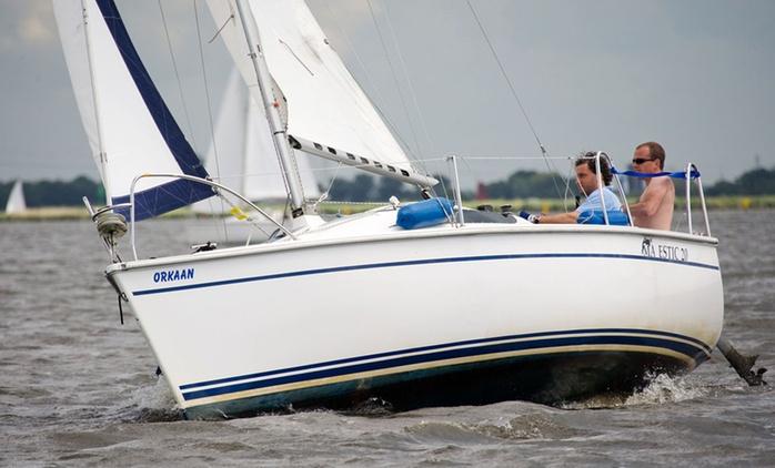 Friesland/Niederlande: 1 bis 5 Tage Segeln für bis zu vier Personen auf einem Segelboot von JFT Watersport