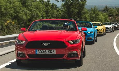 Experiencia de conducir un Mustang de 300 cv por carretera desde 29,95 € con Mustang Road