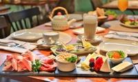 Langschläfer-Frühstück nach Wahl für 2 oder 4 Personen bei Schneeweinchen und Rosenbrot (bis zu 52% sparen*)
