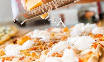 Menú para 2 o 4 personas con ensalada, pizza, postre y bebida en Pizzeria La Calabrese (hasta 53% de descuento)