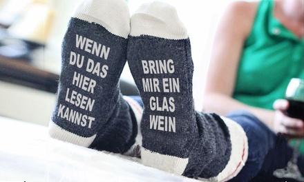 """1x , 2x oder 4x Socken """"Bring mir ein Glas Wein"""" mit hohem Baumwollanteil in der Farbe nach Wahl und in der Größe 37-42 (Frankfurt)"""