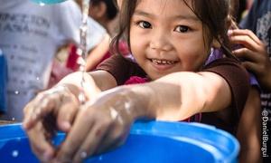"""Azione contro la Fame: Sostieni il diritto all'acqua e alla vita, aiuta """"Azione contro la Fame"""". Dona adesso!"""
