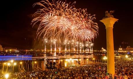 Venezia: pernottamento con colazione o mezza pensione per 2, party in maschera a Carnevale all'Hotel Carlton Grand Canal