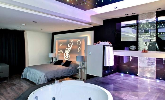 Zaragoza: 1 noche en suite con detalle romántico, garage privado con opción a desayuno y ducha o jacuzzi en Hotel Kadrit