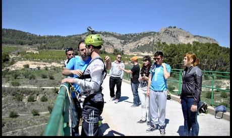 2 o 4 saltos de puenting hasta para cuatro personas desde 34,90 € con En Ruta Oferta en Groupon