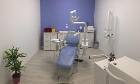 Limpieza dental completa, diagnóstico y opción a 1 o 2 blanqueamientos led desde 12,95 € en Centro Odontológico Montaño