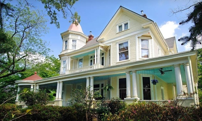 Mistletoe Bough Bed and Breakfast - Alexander City: Two-Night Stay for Two with Valentine's Day Package at the Mistletoe Bough Bed and Breakfast in Alabama