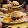 Menu hamburger con bibita e dolce