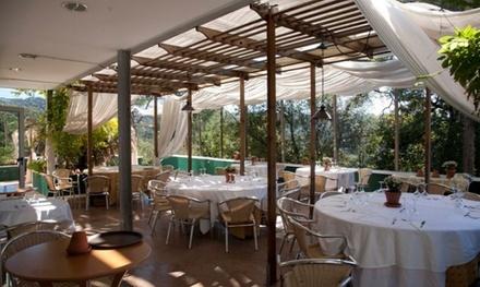 Menú para 2 o 4 con entrante, principal, postre, botella de vino o bebida y café desde 19,99 € en Inout Restaurante