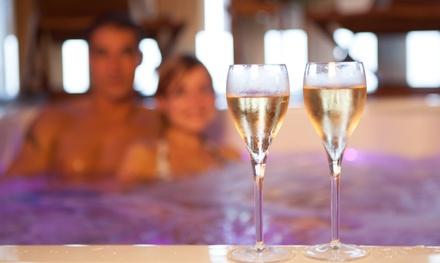 Spa privatif avec jacuzzi, sauna et coin détente, option champagne, pour 2 personnes dès 49 € chez Calme, Luxe & Volupté