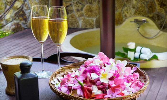 La Dolce Vita Spa - Downtown Long Beach: $99 for a Couples Massage Class with Champagne Dinner at La Dolce Vita Spa in Long Beach ($248 Value)