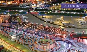 Flughafen Modellschau: Flughafen-Modellschau, opt. mit Rundfahrt für 2 Erw., opt. mit 2 Kindern im Hamburger Flughafen (bis zu 35% sparen*)