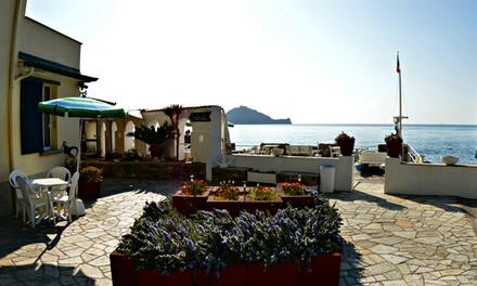 Liguria: Villa Miky Residence, 1 o 2 notti in camera matrimoniale con light breakfast per 2 persone