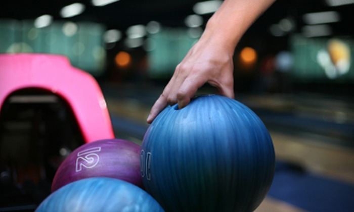 Lakeside Bowl - South Haven: $25 for Two Games of Bowling, Shoes, and Pizza for Four People at Lakeside Bowl in South Haven ($54.95 Value)