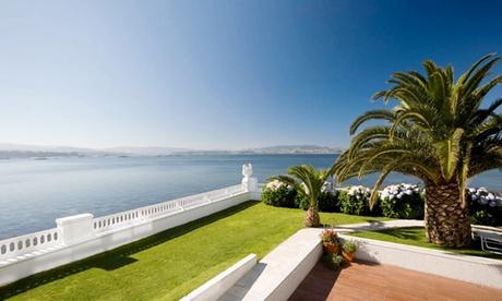 Pontevedra:1-3 noches para 2, desayuno, acceso Talaso, entradas Casino y late check-out en Talaso Hotel Louxo la Toja Oferta en Groupon