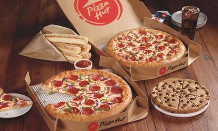 Pizza mediana o gigante con menú con patatas o pan de ajo, bebida y postre en Pizza Hut (hasta 64% de descuento)