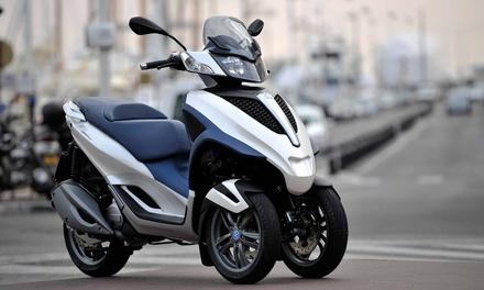 Noleggio scooter a 3 ruote Piaggio MP3 300cc IE fino a una giornata intera da Frank Autonoleggio zona Stazione Termini