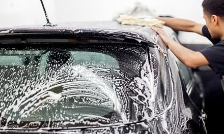 Intensiv-Außenreinigung oder Deluxe-Innen- und Außenreinigung bei wash up Fahrzeugpflege von Hand (bis zu 50% sparen*)
