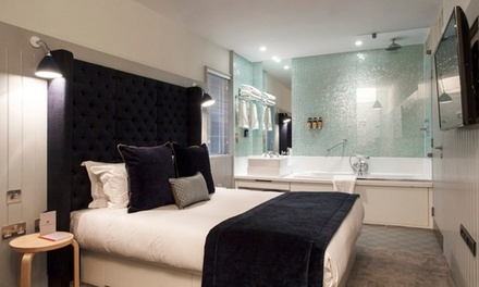 London Soho: 1 or 2 Nights for Two with Breakfast and Glass of Sparkling Wine at Leicester House
