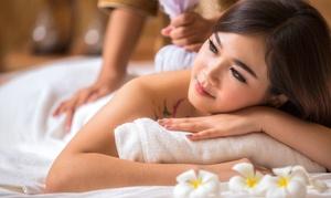 Tiwa-Massagen: 60 Min. traditionelle Thai-Massage bei Tiwa-Massagen (36% sparen*)
