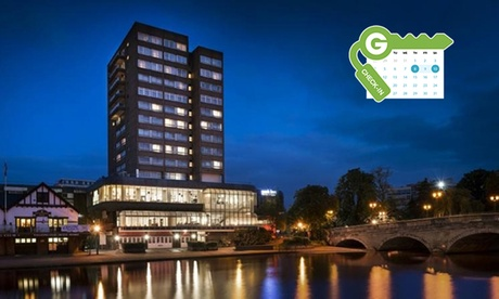 Bedfordshire: Standard Guest Room for Two with Breakfast and Option for Dinner and Wine atPark Inn by Radisson Bedford