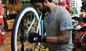 BiciConAlas: Revisión, ajuste y engrase de una bicicleta con opción a lavado y centrado de ruedas desde 9,95 € en BiciConAlas