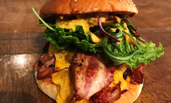 Burguette Burger & Baguette - Mehrere Standorte: Burger oder Baguette mit Pommes und Softdrink für 2 oder 4 Personen bei Burguette Burger & Baguette (bis 34% sparen*)