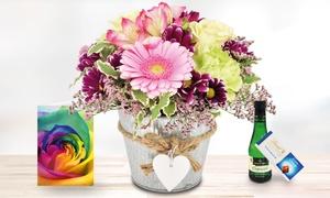 Bluvesa: Blumen-Gesteck im Herz-Zinkgefäß mit Grußkarte, Lindt Schokolade und Piccolo Perlwein bei Bluvesa (44% sparen*)